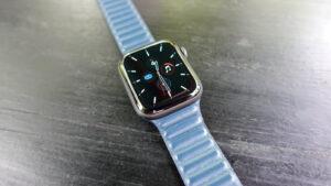 Apple Watchの革バンド、レザーリンク。滑らかで柔らかい装着感。【写真紹介】